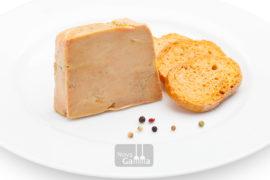 TEl Comprar Foie micuit con Aromas de Armagnac está elaborado al 100% con hígado extra de pato, con un suave punto de cocción pimientas y armagnac.
