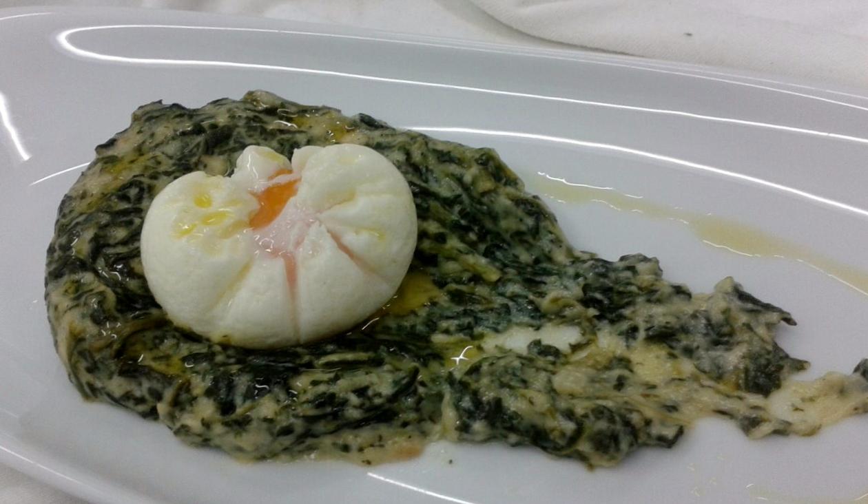 espinacas a la crema con huevo poche