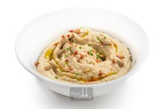 Comprar Hummus de Garbanzos y Pipas es un plato vegetariano con múltiples opciones de presentación. Frío o templado. De cremosidad untuosa, y aromas suaves.