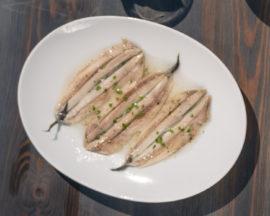 Comprar boquerones en vinagre, tradicional platillo para completar un buen vermut e ideal en cualquier carta de un negocio del sector Horeca.