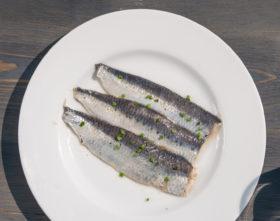Comprar sardina ahumada 100 Gr entre muestros platos preparados, comida a domicilio y platos para hostelería, comida preparada para gourmet, Quinta Gamma